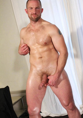big_sexy_beefy_rugby_dad_jerks_off